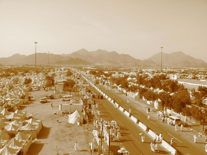 1200px-Day_of_Hajj._Mecca,_Saudi_Arabia